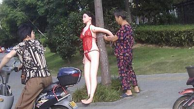 Boneka Sex Dijadikan Rambu Lalu-lintas di China