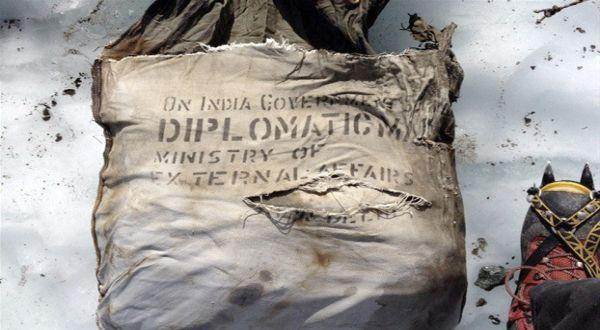 Hilang 46 Tahun, Tas Diplomatik India Ditemukan