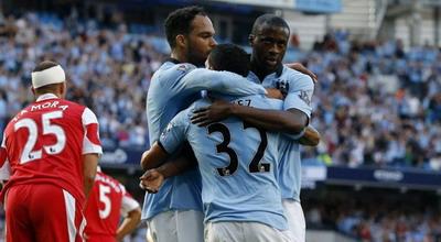 Selebrasi gol Yaya Toure (foto: Reuters)