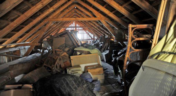 Kondisi di  loteng rumah Tracy (Foto: Madamenoire)