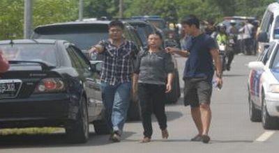 Pelaku pembunuh Putri Mega umboh(tengah) (Dok: Sindo TV)