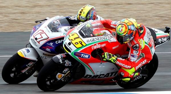 Karel Abraham mencoba susul Valentino Rossi (Foto: Reuters)
