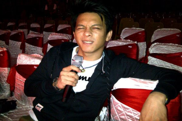Ariel bersiap konser di Padang (Foto: Noah)
