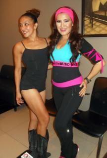 Liza Natalia & Vicky Burki (Foto: Egi/okezone)