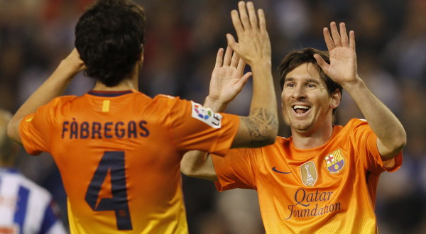 Cesc Fabregas (kiri) dan Lionel Messi, kedua pemain ini mempunyai andil besar dari kemenangan 5-4 Barca atas Deportivo (foto: Reuters