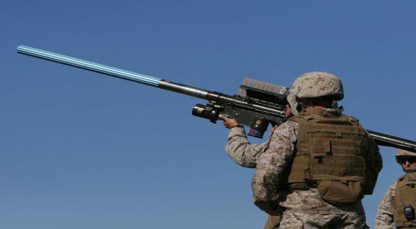 Foto : Pasukan AS membawa peluncur misil penyengat (militaryfactories)