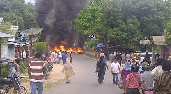 Warga Batang Toru protes penanaman pipa limbah tambang emas (foto: Irwansyah/Okezone)