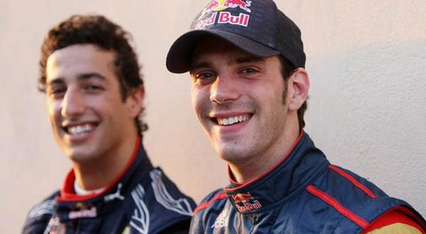 Jean-Eric Vergne (kiri) dan Daniel Ricciardo diperpanjang kontraknya oleh Toro Rosso/Autoblog