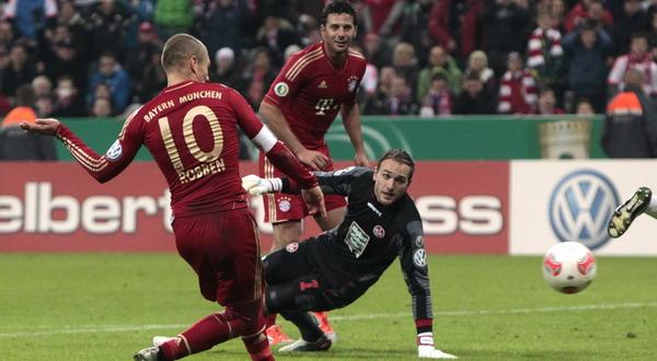 Arjen Robben mencetak gol (Foto: Reuters)