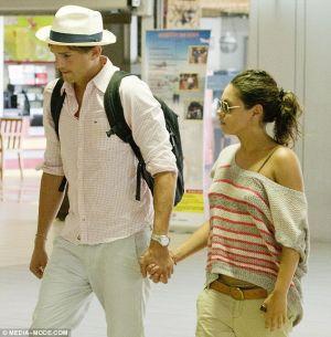 Ashton Kutcher & Mila Kunis (foto: Dailymail)