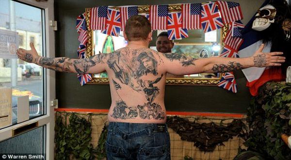 Sejarah yang ditato di tubuh (Foto: Daily Mail)