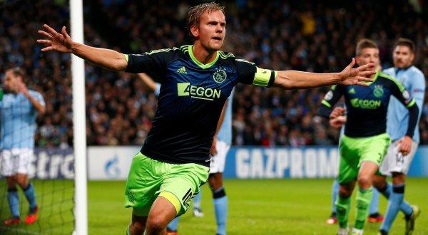 Manchester Citygagal menang setelah ditahan imbang 2-2 dari Ajax Amsterdam (Foto: Reuters)