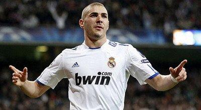 Selebrasi gol Benzema (Foto: Reuters)