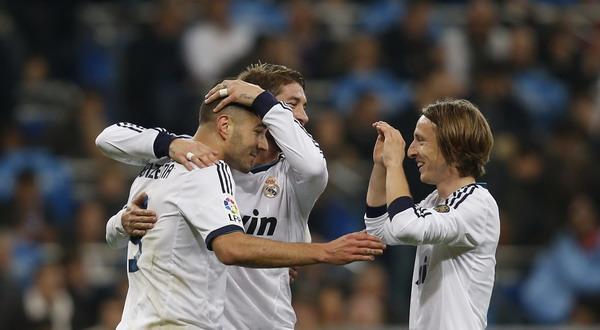 Pemain Madrid merayakan gol yang dicetak Benzema (Reuters)