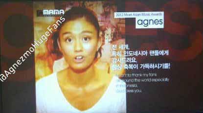 xzKGC8dXfj Agnes Monica Raih Penghargaan di MAMA Awards 2012