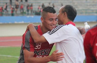 Diego Mandieta (kiri) semasa hidup (foto:Ist)