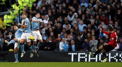 Robin van Persie mencetak gol.(foto:Reuters)