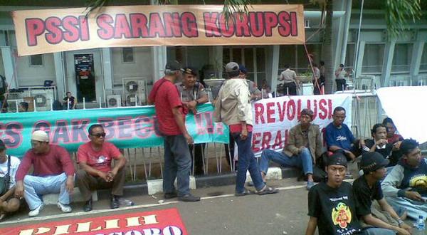 Kantor PSSI di era rezim Nurdin Halid saat diduduki massa.(foto:Dok Okezone)