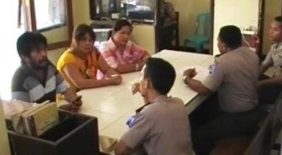 Keluarga OD melapor ke Polres Sumba Timur (Dok: Dion Umbu/Sindo TV)