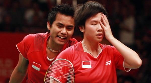 Liliyana Natsir/Tontowi Ahmad harus mengawali turnamen Superseries Finals 2012 di grup A dengan kekalahan (foto: Reuters)