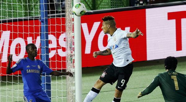 Proses gol kemenangan Corinthians yang dicetak oleh Paolo Guerrero. (Foto: Reuters)