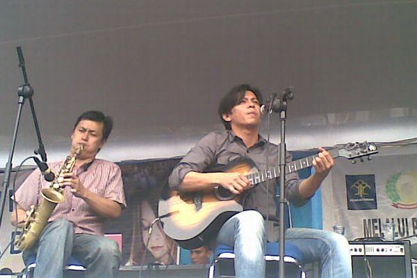 Ariel tampil di LP Sukamiskin, Bandung (Foto: Iman Herdiana/okezone)