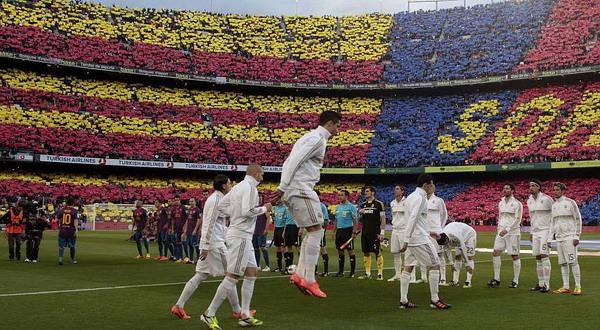 Puluhuan ribu publik Camp Nou serempak mengolok-olok Jose Mourinho/Reuters