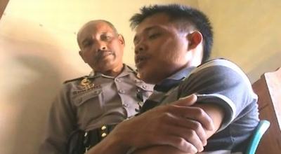 Tumijan diperiksa polisi (Dok: Haryadi HK/Sindo TV)