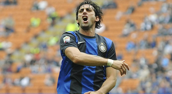 Diego Milito usai mencetak gol (Foto: Reuters)