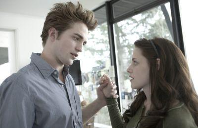 Robbert Pattinson & Kristen Stewart (Foto:<a href='http://www.menjelma.com'> di</a>gitalspy)