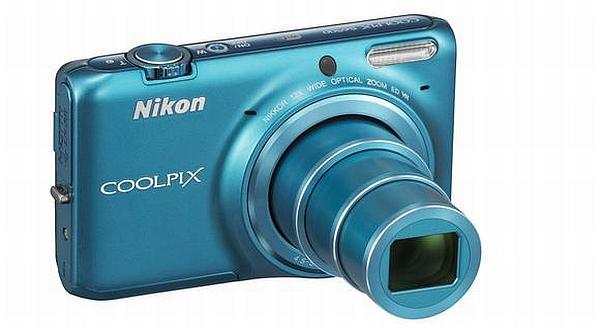 e4yezUgqRU Nikon Luncurkan Dua Kamera Saku Baru