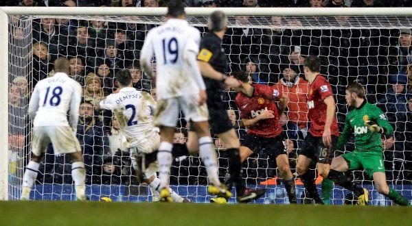 Proses terjadinya gol balasan Clint Dempsey (foto:Reuters)