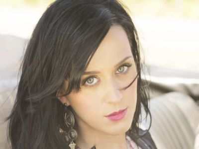 "Katy Perry Tampil Hot di MV ""Teenage Dream"""