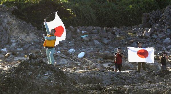 Warga Jepang di Pulau Senkaku (Foto: AFP)