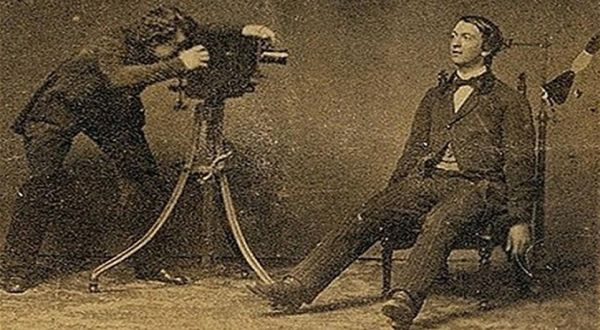 Objek Seni Fotografi Aneh, Orang Mati!