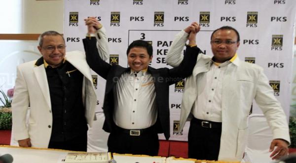 Anis Matta (tengah) usai dipilih menjadi presiden PKS (foto: Heru)