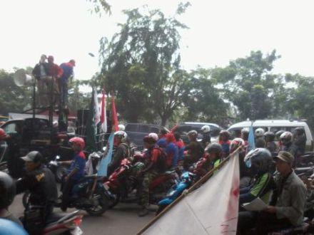 Aksi buruh di Tangerang (Foto: Amba Dini/Okezone)