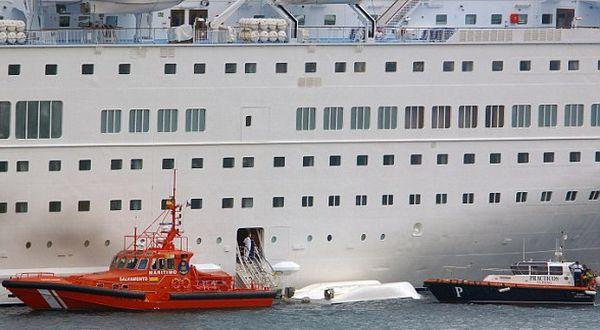 Kapal sekoci yang menewaskan 3 WNI (Foto: AP)