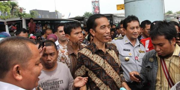 Jokowi bersama Kadis Perhubungan Udar Pristono (Foto: Dok Okezone)