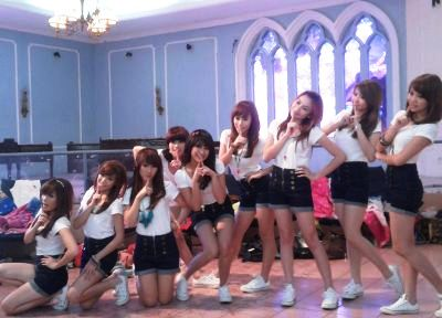 Cherry Belle syuting MV 'Diam-Diam Suka' di area TMII (Foto: Maria Cicilia Galuh/okezone)