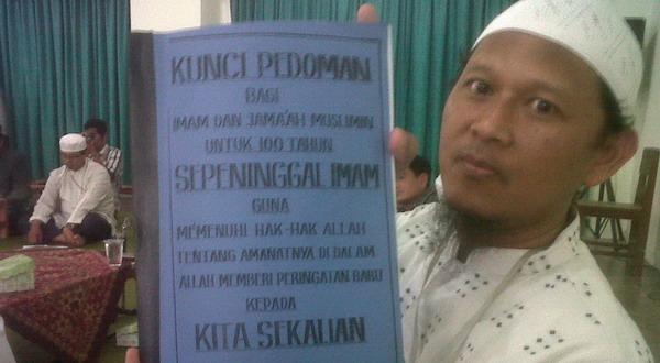 Buku ajaran yang ditulis Nabi Palsu Rohmad (Foto: Bramantyo/Okezone)