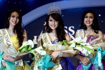 Kebahagiaan Vania Larissa saat terpilih menjadi Miss Indonesia 2013
