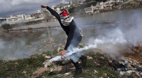 Warga Palestina yang melakukan perlawana (Foto: AP)
