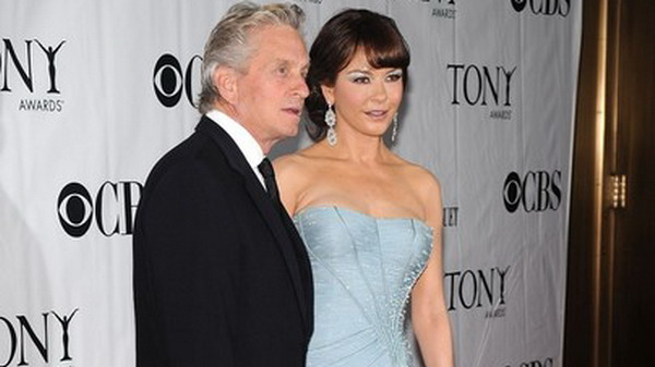 Catherine Zeta Jones-Michael Douglas Diambang Cerai?