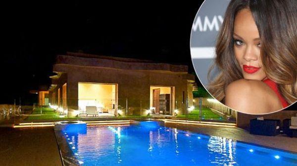 Asyik Bareng Chris Brown, Rumah Rihanna Hampir Dibobol Maling