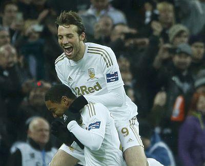 Michu merayakan gol ke gawang Bradford. (Foto: Reuters)