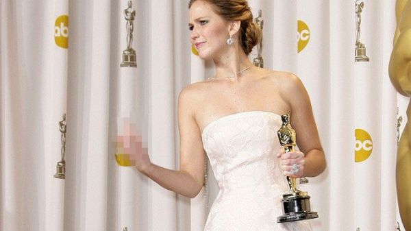 Dapat Oscar, Jennifer Lawrence Acungkan Jari Tengah