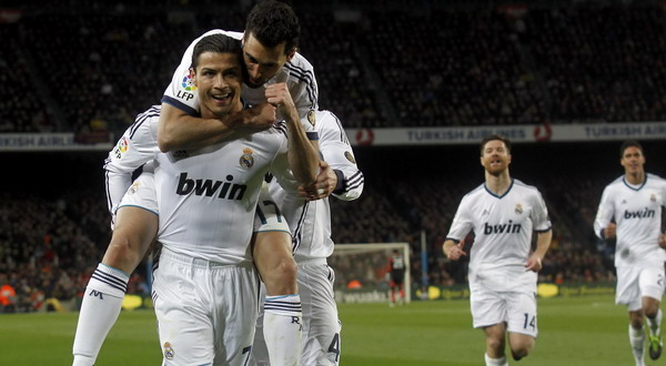 Selebrasi gol dari Cristiano Ronaldo usai dua kali menjebol gawang Barca. (Foto: Reuters)