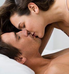 Genjot Sensasi Seksual, Ciuman Seksi Ini Perantaranya.