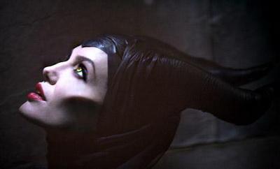 Wajah Angelina Jolie Dianggap seperti Iblis